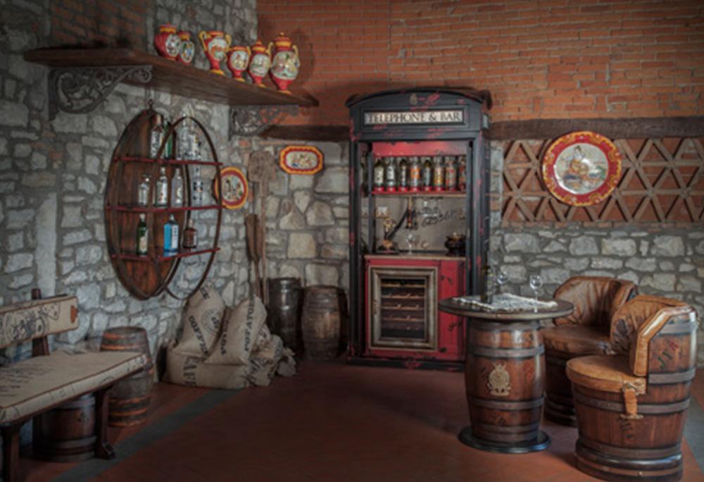 Complementi e illuminazione corrieri arredamenti for Illuminazione taverna